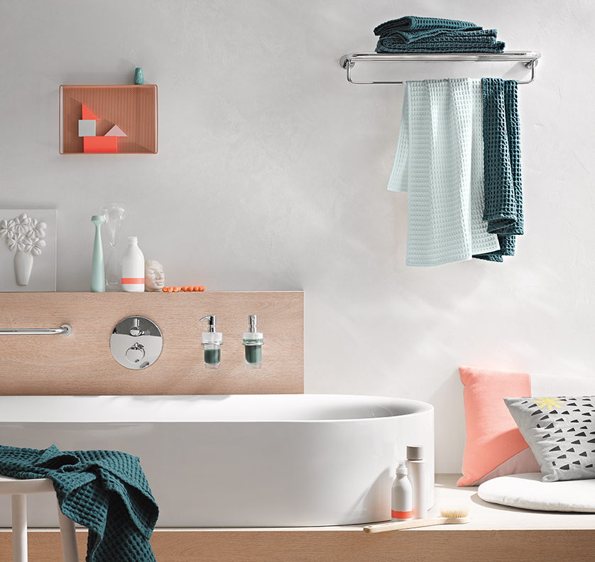 Round bathroom accessories from the emco rondo2 range